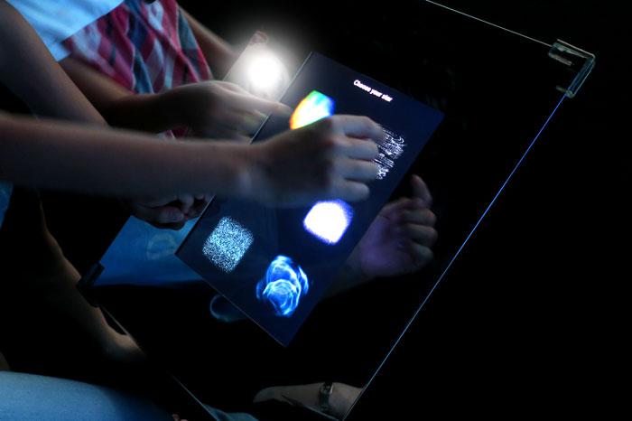 光の作品を操る器械