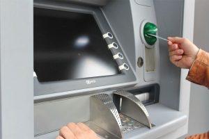 ATMの手数料がもったいないから僕はコレを使って節約してるよ!